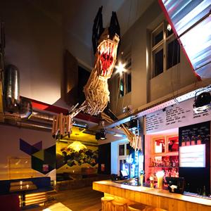 81font Peter Szendrő Doboz Bar Budapest